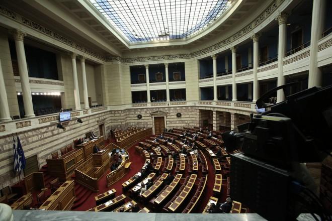 Γενική άποψη από τη συζήτηση στην Ολομέλεια της Βουλής για την κύρωση του Κρατικού Προϋπολογισμού οικονομικού έτους 2018, Αθήνα, Δευτέρα 18 Δεκεμβρίου 2017. ΑΠΕ-ΜΠΕ/ΑΠΕ-ΜΠΕ/ΣΥΜΕΛΑ ΠΑΝΤΖΑΡΤΖΗ