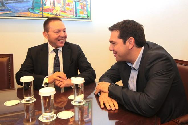 Ο πρόεδρος του ΣΥΡΙΖΑ Αλέξης Τσίπρας  συναντάται με τον διοικητή της Τράπεζας της Ελλάδος, Γιάννη  Στουρνάρα, στο γραφείο του στη Βουλή, Πέμπτη 30 Οκτωβρίου 2014.Με τον διοικητή της Τράπεζας της Ελλάδος Γιάννη  Στουρνάρα είχε συνάντηση ο πρόεδρος του ΣΥΡΙΖΑ Αλέξης Τσίπρας. ΑΠΕ-ΜΠΕ/ΑΠΕ-ΜΠΕ/Παντελής Σαίτας