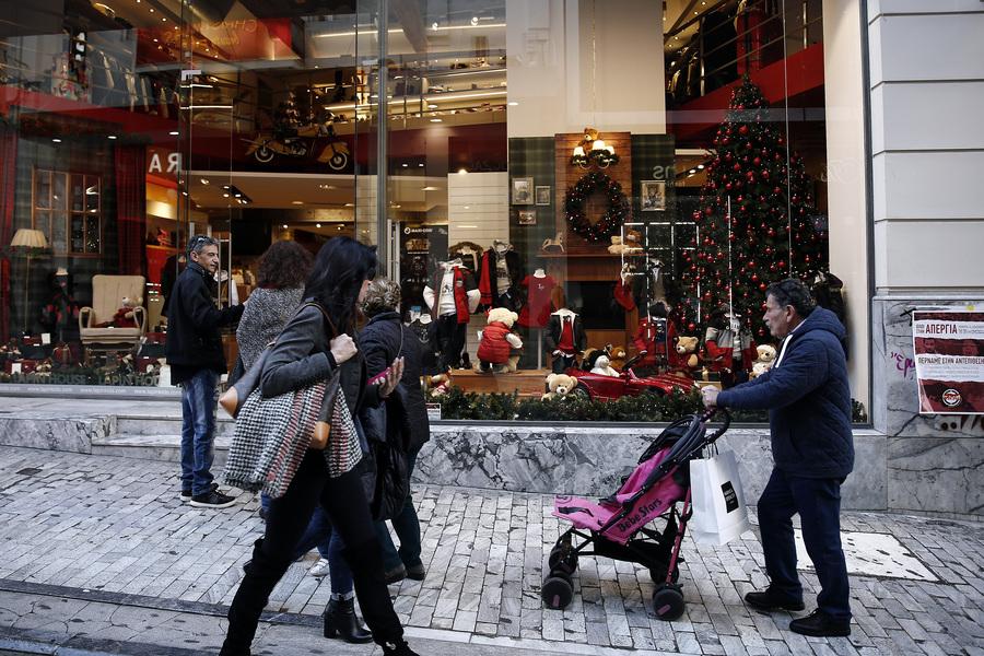 Εορταστικό ωράριο: Ποιες ώρες θα είναι ανοιχτά τα καταστήματα ως την παραμονή της Πρωτοχρονιάς