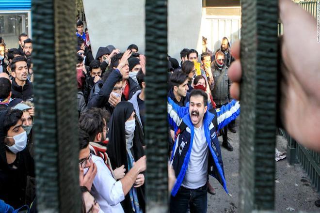 Συνεχίζονται οι ταραχές στο Ιράν- 22 οι νεκροί από τις διαδηλώσεις κατά της κυβέρνησης