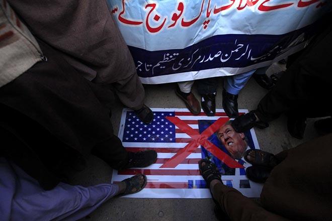 Κρίση στη σχέση ΗΠΑ-Πακιστάν μετά την απόφαση παύσης της στρατιωτικής οικονομικής βοήθειας
