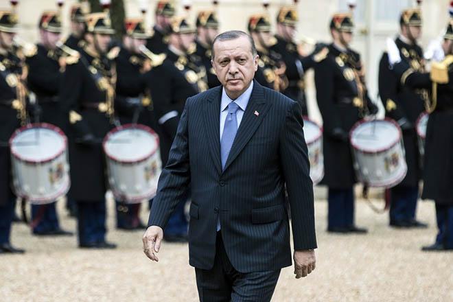 Αμυντικές συμφωνίες «κλείνει» η Τουρκία στο περιθώριο της επίσκεψης Ερντογάν στη Γαλλία