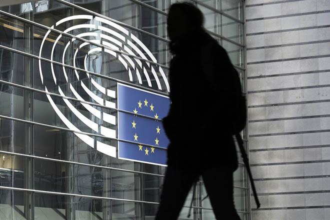 Ψήφισμα του Ευρωκοινοβουλίου για μεγαλύτερο έλεγχο του Facebook ενόψει Ευρωεκλογών