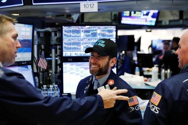 Νέο ρεκόρ για τον Dow Jones – Εσπασε το φράγμα των 26.000 μονάδων
