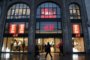 epa06391265 (FILE) - General view of a branch of Hennes & Mauritz (H&M) company in central Berlin, Germany, 30 January 2017 (reissued 15 December 2017). Swedish clothing retail company H&M announced it is to shut down stores after global sales fell.  EPA/FELIPE TRUEBA