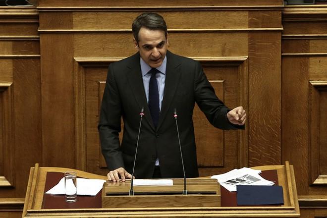 """Ο πρόεδρος της ΝΔ Κυριάκος Μητσοτάκης μιλάει στη σημερινή συζήτηση στη Βουλή του πολυνομοσχεδίου «Ρυθμίσεις για την εφαρμογή των διαρθρωτικών μεταρρυθμίσεων του Προγράμματος Οικονομικής Προσαρμογής και άλλες διατάξεις"""", Δευτέρα 15 Ιανουαρίου 2018.  ΑΠΕ-ΜΠΕ/ΑΠΕ-ΜΠΕ/ΣΥΜΕΛΑ ΠΑΝΤΖΑΡΤΖΗ"""