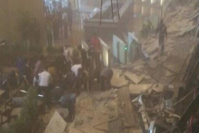 Πανικός στο Χρηματιστήριο της Ινδονησίας όπου κατέρρευσε μέρος του κτιρίου