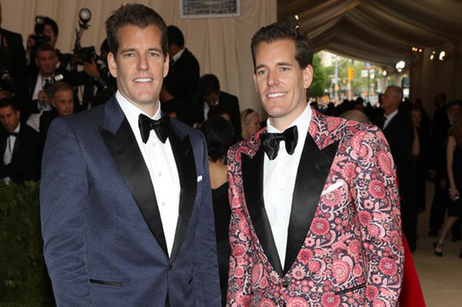 epa05939684 Cameron Winklevoss and Tyler Winklevoss arrive on the red carpet for the Metropolitan Museum of Art Costume Institute's benefit celebrating the opening of the exhibit 'Rei Kawakubo/Comme des Garons: Art of the In-Between' in New York, New York, USA, 01 May 2017. The exhibit will be on view at the Metropolitan Museum of ArtÕs Costume Institute from 04 May to 04 September 2017.  EPA/JUSTIN LANE