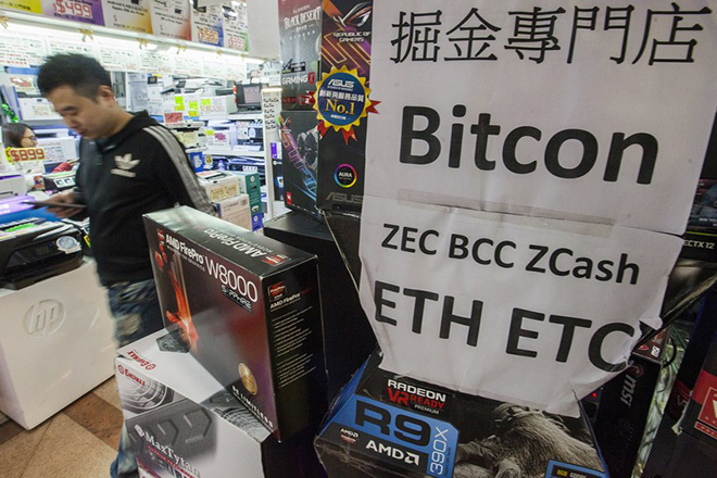 epaselect epa06416049 A technology trader advertises high speed computers that can be used for Bitcoin, BitConnect, ZCash, Ethereum and Ethereum Classic 'mining' at the Golden Computer Centre, Sham Shui Po, Kowloon, Hong Kong, China, 04 January 2018. High speed computers that can mine around 0.03 bitcoins per month, (around 362 euros at today's price of 12,072 euros per bitcoin) are being sold for 23,000 Hong Kong dollars (2,440 euro) each. According to local media, People's Daily, China's ruling Communist Party mouthpiece, lashed out at bitcoin on Wednesday, labelling the volatile cryptocurrency a bubble. Bitcoin investors are on alert to see whether Beijing will take further action against cryptocurrencies, such as shutting down bitcoin 'mines', the energy-hungry operations that can create bitcoin by solving complex mathematical problems by using vast banks of computers.  EPA/ALEX HOFFORD