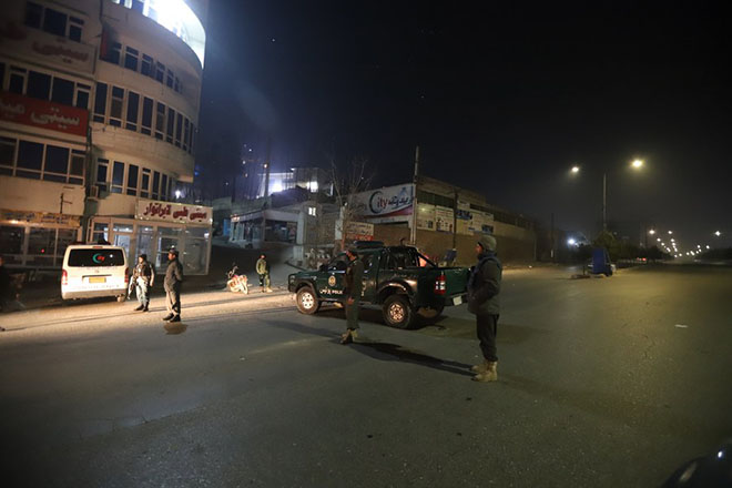 epa06458850 Afghan security officials take up positions near the scene of attack by armed men at an upscale hotel in Kabul, Afghanistan, 20 January 2018. A group of armed insurgents attacked Kabul's Intercontinental Hotel, a luxury establishment frequently visited by foreigners. It is still unclear if the attack resulted in any casualties.  EPA/JAWAD JALALI