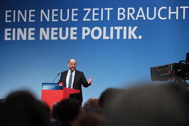 Ναι σε «μεγάλο» συνασπισμό με τη Μέρκελ είπε το SPD – Με «άρωμα» Τσίπρα η ομιλία Σουλτς στο συνέδριο