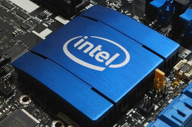 Μεγάλη συμμαχία Intel και Facebook για τη δημιουργία ενός τσιπ τεχνητής νοημοσύνης