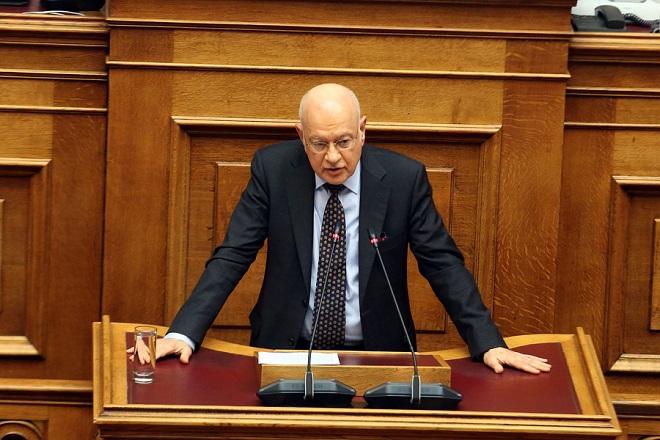 """Ο υπουργός Οικονομίας και Ανάπτυξης  Δημήτρης Παπαδημητρίου μιλάει στη σημερινή συζήτηση του πολυνομοσχεδίου «Ρυθμίσεις για την εφαρμογή των διαρθρωτικών μεταρρυθμίσεων του Προγράμματος Οικονομικής Προσαρμογής και άλλες διατάξεις"""", Παρασκευή 12 Ιανουαρίου 2018. ΑΠΕ-ΜΠΕ/ΑΠΕ-ΜΠΕ/Αλέξανδρος Μπελτές"""