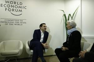 (Ξένη Δημοσίευση) Ο πρωθυπουργός, Αλέξης Τσίπρας (Α) συνομιλεί με τη γενική διευθύντρια του ΔΝΤ Κριστίν Λαγκάρντ (Δ) σε συνάντηση που είχαν, στο περιθώριο του Φόρουμ, στο Davos, Ελβετία,  την Πέμπτη 25  Ιανουαρίου 2018.  Ο πρωθυπουργός, Αλέξης Τσίπρας, βρίσκεται στο Νταβός της Ελβετίας, για να συμμετάσχει στις εργασίες του Παγκοσμίου Οικονομικού Φόρουμ. ΑΠΕ-ΜΠΕ/ΓΡΑΦΕΙΟ ΤΥΠΟΥ ΠΡΩΘΥΠΟΥΡΓΟΥ/ΓΙΑΝΝΗΣ ΚΟΛΕΣΙΔΗΣ