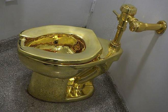 Ο Τραμπ ζήτησε από μουσείο να του δανείσει έναν πίνακα του Βαν Γκογκ κι εκείνο του δίνει μια… χρυσή λεκάνη!