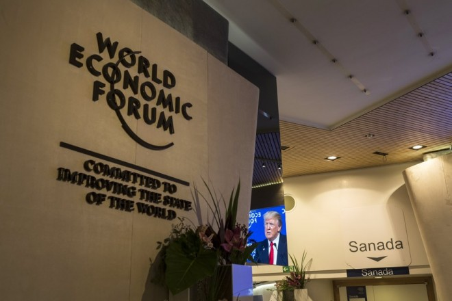 epa06475970 #Participants watch the appearance of US President Trump on a screen from an adjacent room, during the 48th Annual Meeting of the World Economic Forum (WEF) in Davos, Switzerland, 26 January 2018. The meeting brings together entrepreneurs, scientists, chief executive and political leaders in Davos from 23 to 26 January.  EPA/GIAN EHRENZELLER