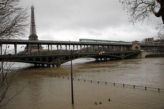 Παρίσι: 1500 άνθρωποι εγκατέλειψαν τα σπίτια τους ελέω Σηκουάνα