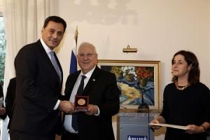 Ο Πρόεδρος του Ισραήλ Ρούβεν Ρίβλιν  (Δ) βραβεύει τον Μαθιό Ρήγα (Α) διευθύνων σύμβουλο της Energean Oil and Gas SA, σε ειδική τελετή βράβευσης γνωστών προσωπικοτήτων της Ελλάδας με σημαντική συμβολή στις Ελληνο-Ισραηλινές σχέσεις στην πρεσβεία του Ισραήλ, Δευτέρα 29 Ιανουαρίου 2018.  ΑΠΕ-ΜΠΕ/ΑΠΕ-ΜΠΕ/ΑΛΕΞΑΝΔΡΟΣ ΒΛΑΧΟΣ