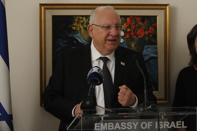 Ο Πρόεδρος του Ισραήλ Ρούβεν Ρίβλιν μιλάει σε ειδική τελετή βράβευσης γνωστών προσωπικοτήτων της Ελλάδας με σημαντική συμβολή στις Ελληνο-Ισραηλινές σχέσεις στην πρεσβεία του Ισραήλ, από  Δευτέρα 29 Ιανουαρίου 2018.