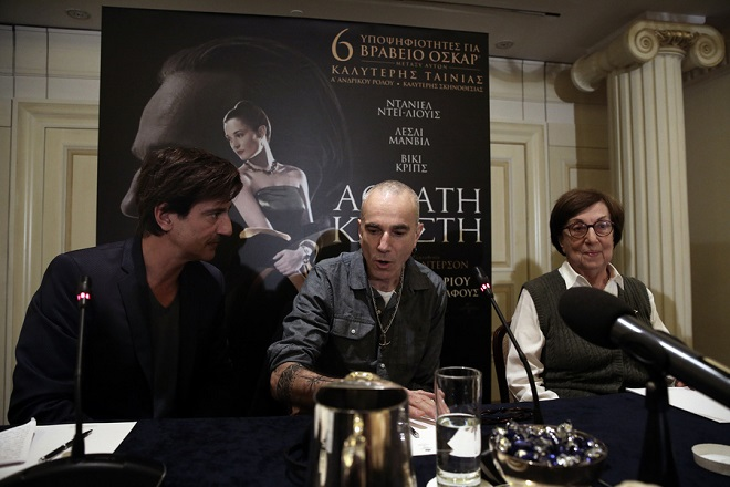 """Ο ηθοποιός Daniel Day-Lewis (Κ) μιλάει στη συνέντευξη Τύπου σε κεντρικό ξενοδοχείο της Αθήνας, Πέμπτη 01 Φεβρουαρίου 2018. Ο τρεις φορές βραβευμένος με 'Οσκαρ και πάλι υποψήφιος για 'Οσκαρ ηθοποιός Daniel Day-Lewis ήρθε στην Ελλάδα για να παραστεί στην προβολή της νέας  ταινίας του """"Αόρατη Κλωστή"""". Οι επισκέψεις του στην Αθήνα έχουν πάντα φιλανθρωπικό χαρακτήρα, συνεδεδεμένες  με τους σκοπούς της Εταιρείας Προστασίας  Σπαστικών. ΑΠΕ-ΜΠΕ/ΑΠΕ-ΜΠΕ/ΣΥΜΕΛΑ ΠΑΝΤΖΑΡΤΖΗ"""