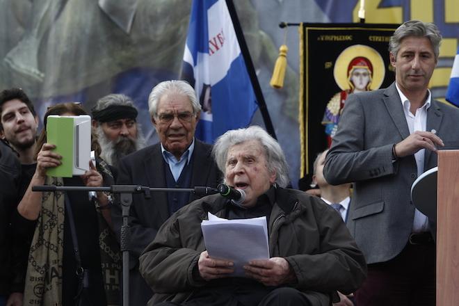 """Ο συνθέτης, Μίκης Θεοδωράκης (Κ), μιλάει στο συλλαλητήριο για την ονομασία των Σκοπίων, προκειμένου να μην υπάρχει ο όρος """"Μακεδονία"""" στην ονομασία της γειτονικής χώρας, στην πλατεία Συντάγματος, Αθήνα, Κυριακή 4 Φεβρουαρίου 2018. ΑΠΕ-ΜΠΕ/ ΑΠΕ-ΜΠΕ/ ΑΛΕΞΑΝΔΡΟΣ ΒΛΑΧΟΣ"""