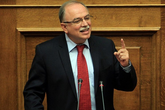 epa04661820 An archive picture dated 18 December 2013 and made available 14 March 2015 of Greek EU parliament member Dimitris Papadimoulis during speaking at a session of the Greece parliament in Athens, Greece. Papadimoulis currently serves as a Vice-President of the European Parliament.  EPA/SIMELA PANTZARTZI