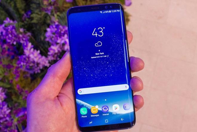 Καταγγελίες χρηστών: Κινητά της Samsung στέλνουν φωτογραφίες τους σε άλλους