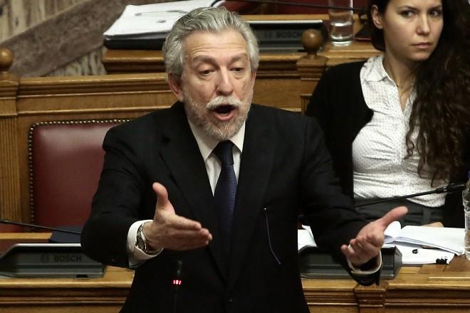 """Ο υπουργός Δικαιοσύνης Σταύρος Κοντονής μιλάει στη σημερινή συζήτηση του πολυνομοσχεδίου «Ρυθμίσεις για την εφαρμογή των διαρθρωτικών μεταρρυθμίσεων του Προγράμματος Οικονομικής Προσαρμογής και άλλες διατάξεις"""", Παρασκευή 12 Ιανουαρίου 2018.  ΑΠΕ-ΜΠΕ/ΑΠΕ-ΜΠΕ/ΣΥΜΕΛΑ ΠΑΝΤΖΑΡΤΖΗ"""