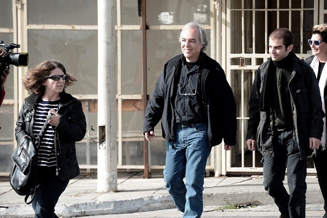 Ο Δημήτρης Κουφοντίνας συνοδευόμενος από την  σύζυγό του Αγγελική Σωτηροπούλου και του γιο του Έκτορα φθάνουν στις φυλακές Κορυδαλλού , Σάββατο 11 Νοεμβρίου 2017.Επέστρεψε στις φυλακές Κορυδαλλού ο Δημήτρης Κουφοντίνας μετά την 48ωρη άδεια. ΑΠΕ-ΜΠΕ/ΑΠΕ-ΜΠΕ/Γουιλιαμ Φειθφουλ