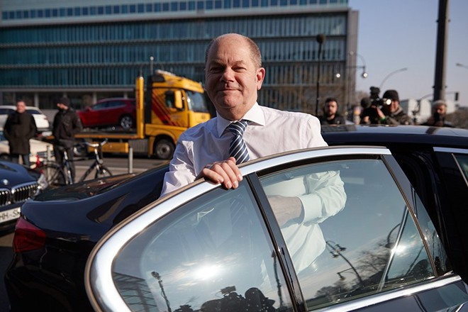 epa06503329 First Mayor of Hamburg Olaf Scholz of the Social Democratic Party (SPD) arrives during ongoing coalition talks held at the CDU headquarters Konrad-Adenauer-Haus, in Berlin, Germany, 07 February 2018. German media reports on 07 February 2018 state Olaf Scholz may according to unconfirmed reports become the new German finance minister, replacing acting Minister of Finance Peter Altmaier of the Christian Democratic Union (CDU). The three German parties, conservative CDU, CSU and social democratic SPD have been conducting coalition talks to form a new government, four months after the general election in September 2017.  EPA/HAYOUNG JEON