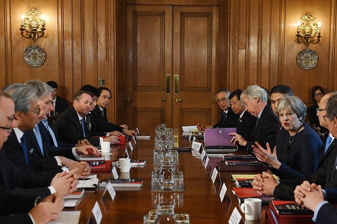 epa06505762 British Prime Theresa May (3-R) holds a round table meeting with Japanese investors at 10 Downing Street in central London, Britain, 08 February 2018.  EPA/ANDY RAIN / POOL