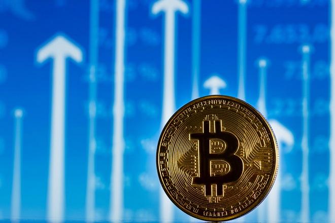 «Ανάσα» για το Bitcoin – Ξεπέρασε τα 8.000 δολάρια η τιμή του
