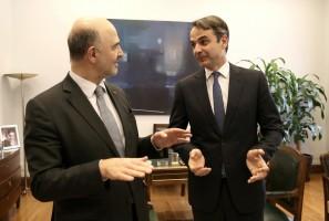 Ο πρόεδρος της ΝΔ Κυριάκος Μητσοτάκης (Δ) υποδέχεται τον επίτροπο της ΕΕ, αρμόδιο για τις Οικονομικές και Νομισματικές Υποθέσεις, τη φορολογία και τα τελωνεία, Pierre Moscovici (Α), στο γραφείο του στη Βουλή, Αθήνα, Παρασκευή 09 Φεβρουαρίου 2018. ΑΠΕ-ΜΠΕ/ΑΠΕ-ΜΠΕ/ΣΥΜΕΛΑ ΠΑΝΤΖΑΡΤΖΗ