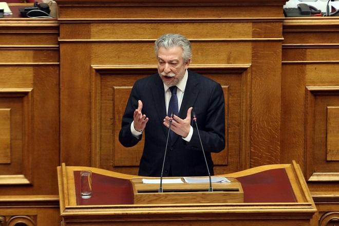 """Ο υπουργός Δικαιοσύνης Σταύρος Κοντονής μιλάει στη σημερινή συζήτηση του πολυνομοσχεδίου «Ρυθμίσεις για την εφαρμογή των διαρθρωτικών μεταρρυθμίσεων του Προγράμματος Οικονομικής Προσαρμογής και άλλες διατάξεις"""", Δευτέρα 15  Ιανουαρίου 2018. ΑΠΕ-ΜΠΕ/ΑΠΕ-ΜΠΕ/Αλέξανδρος Μπελτές"""