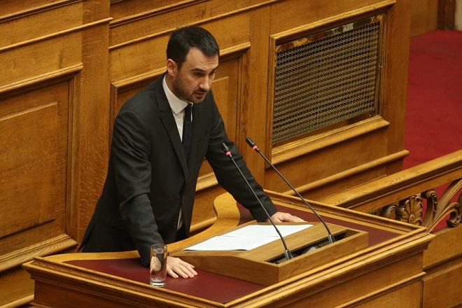 """Ο αναπληρωτής υπουργός Οικονομίας και Ανάπτυξης  Αλέξανδρος Χαρίτσης  μιλάει στη σημερινή συζήτηση του πολυνομοσχεδίου «Ρυθμίσεις για την εφαρμογή των διαρθρωτικών μεταρρυθμίσεων του Προγράμματος Οικονομικής Προσαρμογής και άλλες διατάξεις"""", Δευτέρα 15  Ιανουαρίου 2018. ΑΠΕ-ΜΠΕ/ΑΠΕ-ΜΠΕ/Αλέξανδρος Μπελτές"""