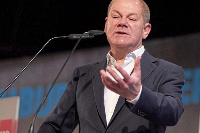 SZ: Ο Σολτς πρέπει να αποφασίσει για τη στάση της Γερμανίας προς το ελληνικό χρέος