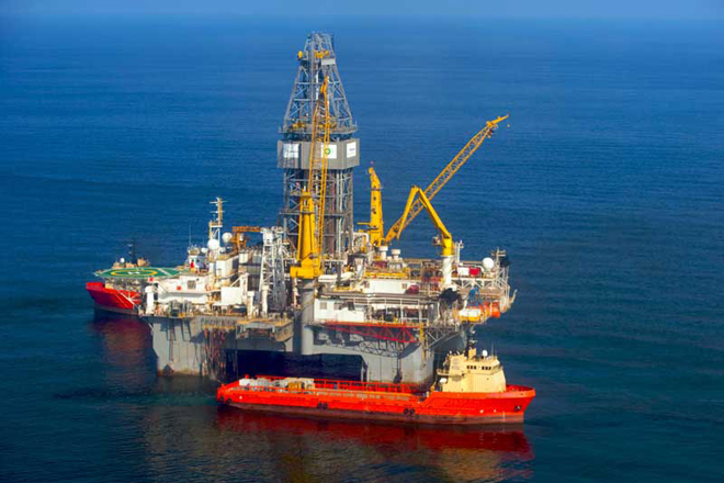 Κυπριακή ΑΟΖ: Για 9η μέρα τα τουρκικά πλοία εμποδίζουν την πρόσβαση στο γεωτρύπανο της ΕΝΙ