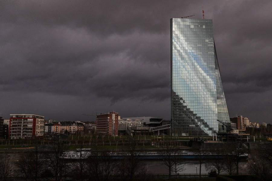 Γερμανός οικονομολόγος: Η ΕΚΤ να επιστρέψει τα κέρδη της από την Ελλάδα