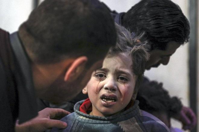 «Περιμένουμε τη σειρά μας για να πεθάνουμε» λένε οι κάτοικοι της ανατολικής Γούτα στη Συρία