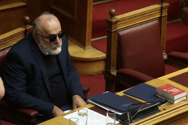 Ο υπουργός Ναυτιλίας Παναγιώτης Κουρουμπλής παρίσταται στη συζήτηση και ψηφοφορία επί της προτάσεως της κυβερνητικής πλειοψηφίας για τη συγκρότηση επιτροπής προκαταρκτικής εξέτασης για την υπόθεση NOVARTIS, στην Ολομέλεια της Βουλής, Τετάρτη 21 Φεβρουαρίου 2018. ΑΠΕ-ΜΠΕ/ΑΠΕ-ΜΠΕ/ΣΥΜΕΛΑ ΠΑΝΤΖΑΡΤΖΗ