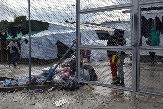 Κόσμος στο Κέντρο Υποδοχής και Ταυτοποίησης μεταναστών και προσφύγων στη Μόρια της Λέσβου, Τρίτη 28 Νοεμβρίου 2017. ΑΠΕ-ΜΠΕ/ΑΠΕ-ΜΠΕ/ΣΤΡΑΤΗΣ ΜΠΑΛΑΣΚΑΣ