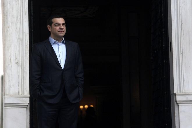 Ο πρωθυπουργός Αλέξης Τσίπρας περιμένει την άφιξη του Προέδρου της Ιρλανδίας Michael D. Higgins για συνάντηση στο Μέγαρο Μαξίμου, Αθήνα, Πέμπτη 22 Φεβρουαρίου 2018. Ο Ιρλανδός Πρόεδρος πραγματοποιεί τριήμερη επίσημη επίσκεψη στην Αθήνα. ΑΠΕ-ΜΠΕ/ΑΠΕ-ΜΠΕ/ΣΥΜΕΛΑ ΠΑΝΤΖΑΡΤΖΗ