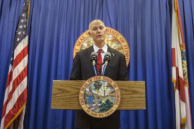 Κυβερνήτης Φλόριντα: Αστυνόμος σε κάθε σχολείο και όπλο στα 21