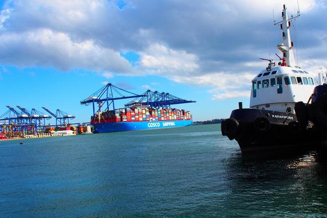 Στις εγκαταστάσεις της COSCO PCT έφτασε το μεγαλύτερο πλοίο μεταφοράς εμπορευματοκιβωτίων που κατασκευάστηκε ποτέ στην Κίνα, Δευτέρα 26 Φεβρουαρίου 2018. ΑΠΕ-ΜΠΕ/ ΓΙΩΡΓΟΣ ΧΡΙΣΤΑΚΗΣ
