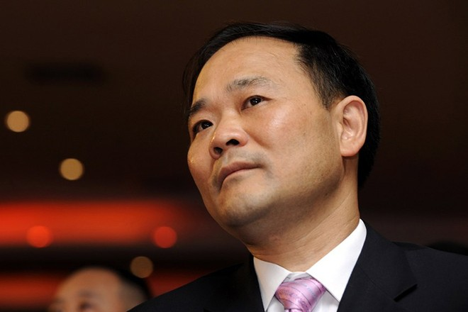 epa06560689 (FILE) - File photo dated 09 May 2009 of Li Shufu, chairman of Geely Automobile Holdings, attending a gala for a newspaper in Hangzhou in east China's Zhejiang province (reissued 24  February 2018).  Li Shufu has bought a near 10-percent stake in Mercedes-Benz maker Daimler, making him the German group's largest single shareholder.  EPA/LARRY LEUNG
