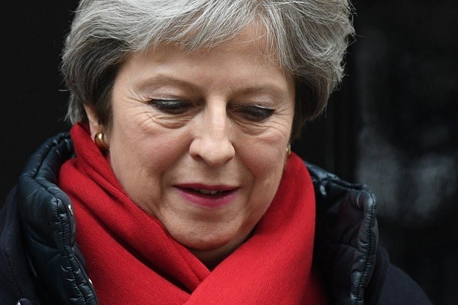 epa06549820 British Prime Minister, Theresa May leaves n10 Downing street to attend Prime Minister's Question in London, Britain, 21 February 2018.  EPA/FACUNDO ARRIZABALAGA