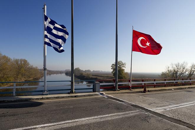 Η Τουρκία κλείνει τα χερσαία της σύνορα με Ελλάδα και Βουλγαρία