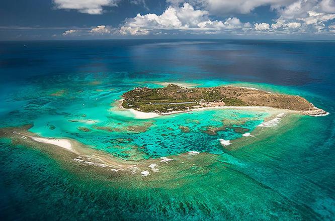 Πώς θα σας φαινόταν μια θέση προσωπικού βοηθού ενός δισεκατομμυριούχου σε εξωτικό νησί;