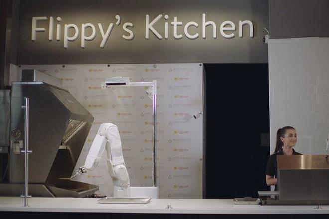 Flippy: Το ρομπότ-ψήστης που ψήνει 150 μπέργκερ την ώρα