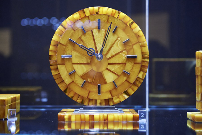 epa06474273 An amber clock made in Koenigsberg on display at the 'Amber art deco...' during the opening of the exhibition in the Museum of Amber in Gdansk, Poland, 25 January 2018. The exhibition presents the unique items and jewelry made of amber in the art deco style in the years 1919-1939.  EPA/ADAM WARZAWA POLAND OUT